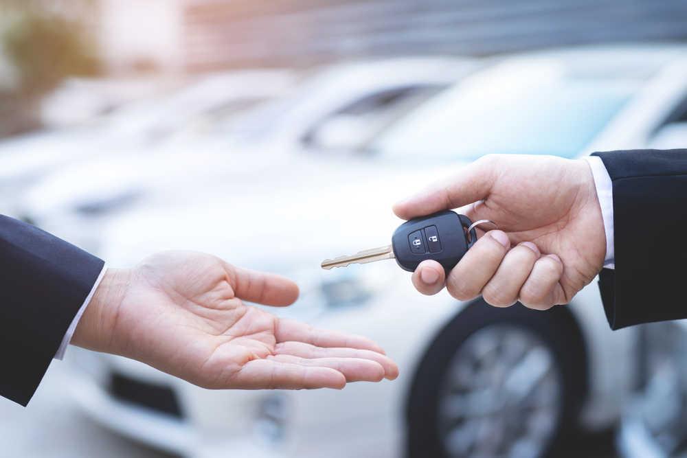 El alquiler de vehículos, poco a poco, le gana la partida a la compra de los mismos